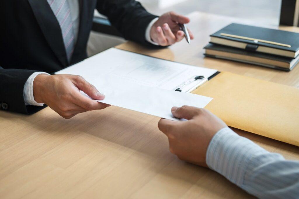 Como calcular as verbas rescisórias do empregado bancário passo a passo, saiba o que significa a extinção do contrato de trabalho, quais as rubricas e os desdobramentos.