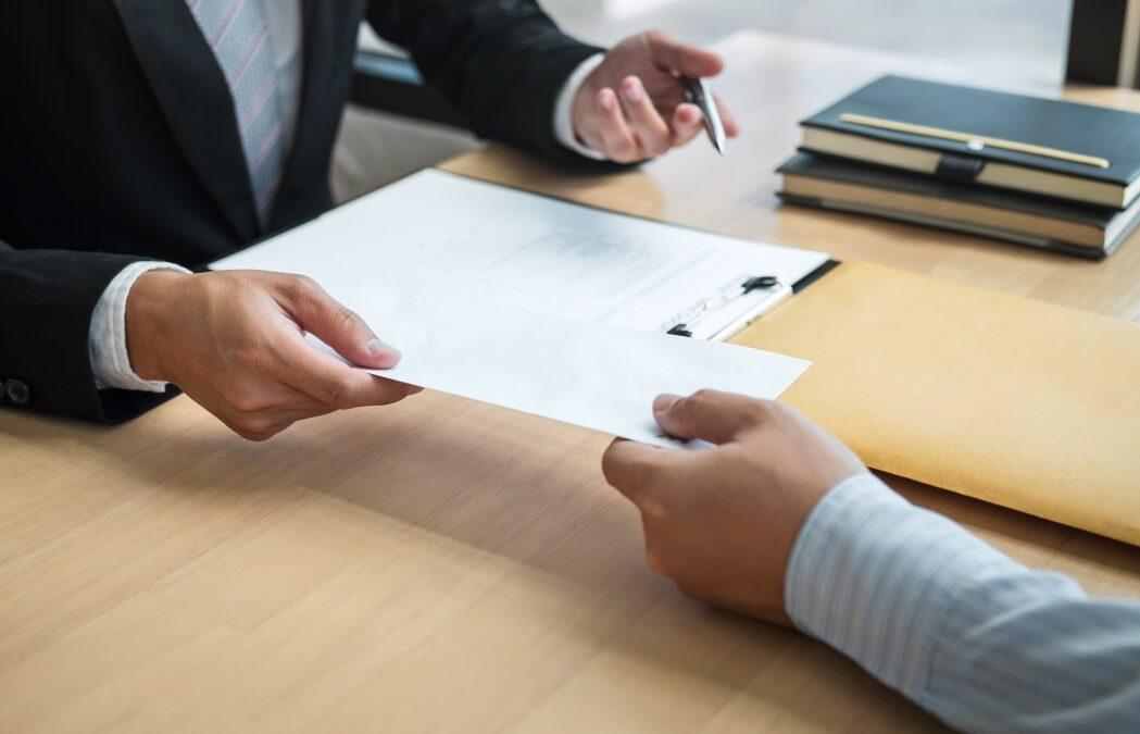 Como calcular as verbas rescisórias do empregado bancário